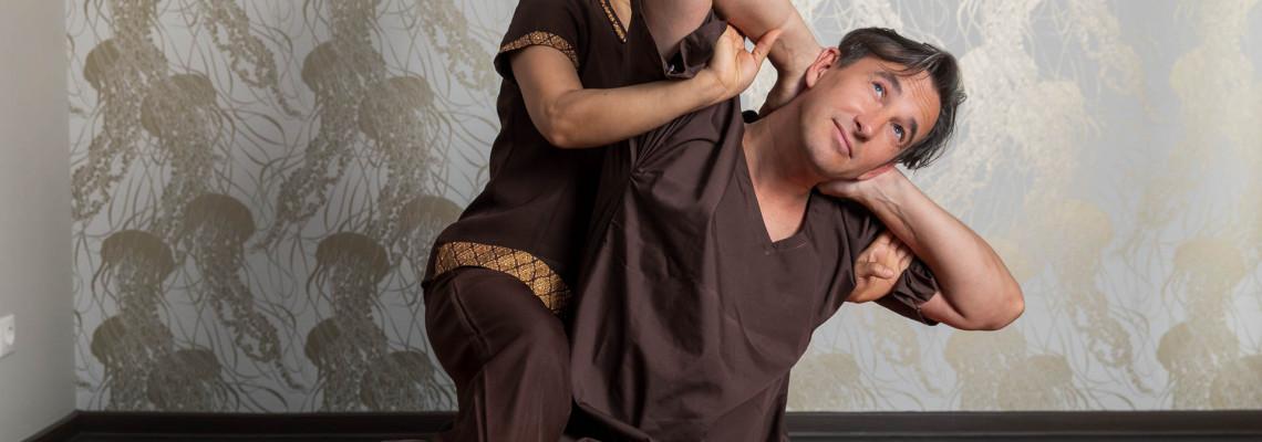 Tradicinis tailandietiškas masažas atliekamas ant tatamio